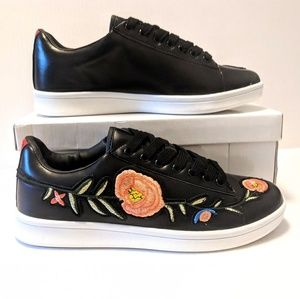 Embroidered Winded Roses Bouquet Sneakers